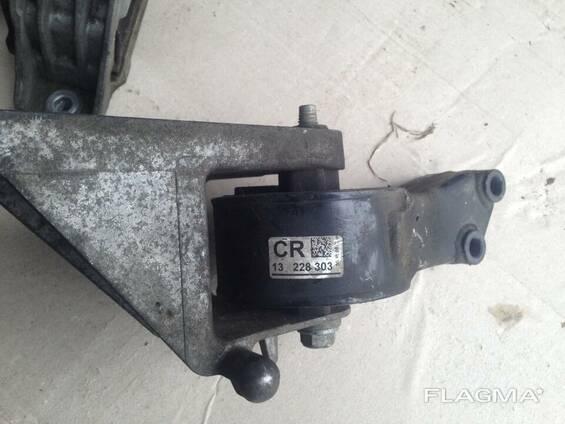 Подушка крепление двигателя КПП 13228303 CR Opel Insignia