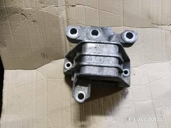 Подушка мотора крепление двигателя 3.2 Opel Vectra C. ..