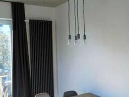 Подвесные светильники в стиле лофт смотрятся лучше всего.
