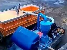 Погрузка перевалка зерна в вагоны