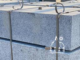 Покостовский борт гранитный светло-серый, бордюр