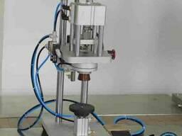 Полуавтоматическая пневматическая обжимная машина (укупорива