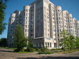 Предлагаю снять квартиру ул. Суворова, 5 комнатная.