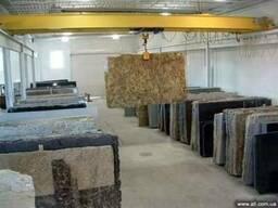 Природный камень в слябах и плитке
