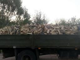 Продаем дрова дуб акация граб ясен береза сосна. с доставкой