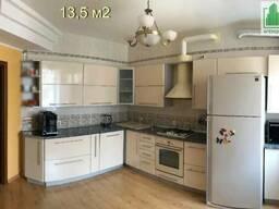 Продается просторная 4-к квартира с дизайнерской планировкой в центре города. Кропивницкий