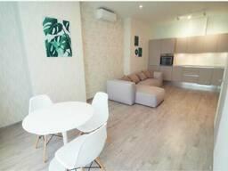 Продам 2-х комнатную квартиру с авторским ремонтом по ул. Евгения Коновальца, 44-А. ..