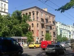 Продам 3-хкомнатную сталинку в центре Киева