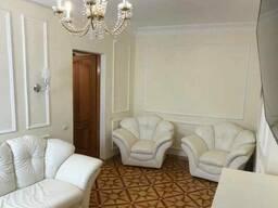 Продам 3 кімнатну квартиру по вул. Кловський узвіз, 17 (м. Кловська, Печерськ)