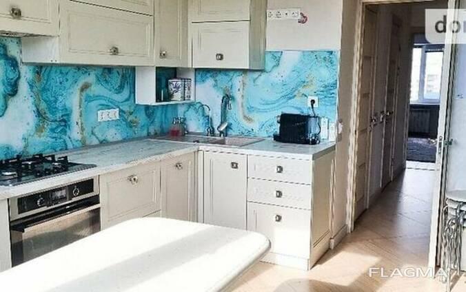 Продам 3х кімнатну квартиру в кирпичному будинку по вул. Вербицького, 8 (м. Харьківська)
