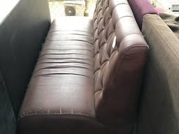 Продам б/у диван с пуговицами для кафе, баров, ресторанов