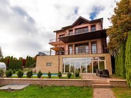 Продам дом Киево - Святошинский район с. Лесники – 500 кв. м. ,