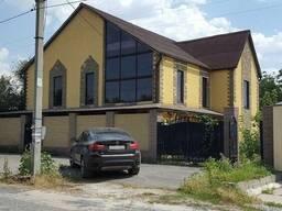 Дом с дорогим новым ремонтом.
