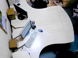 Продам комплект мебели из двух рабочих столов б/у