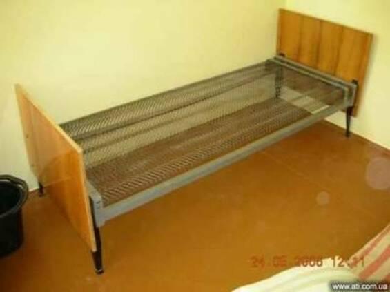 Продам кровати металлические со спинками ДСП, БУ.