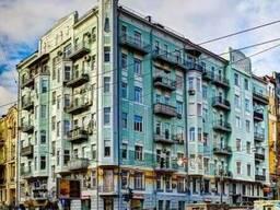 Продам квартиру - 4 х комнатную Киев ул.Саксаганского