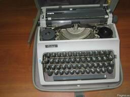 Продам пишущую машинку.