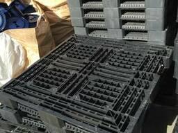 Продам пластиковые поддоны 110*110 см