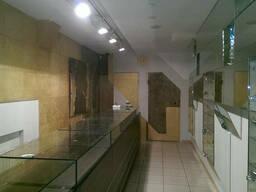 Продам помещение под магазин в центре на ул Артема
