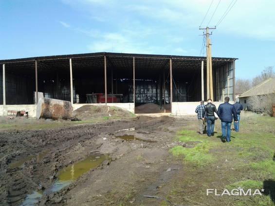 Продам сельско- хозяйственную базу.