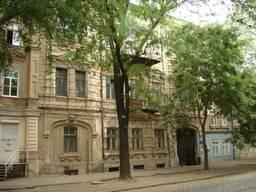 Продам старинный трех этажный особняк площадью 1336. 6 м2