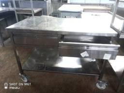 Продам стол б/у из нержавеющей стали на колесиках с выдвижны