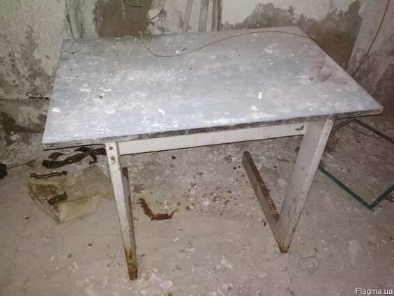 Продам столи, шкафи мет. для роздягання , сейфи Б/у