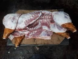 Продам свиней тушей
