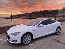 Продам Tesla 85d