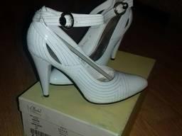 Продам туфли женские белые кожаные 37 р.