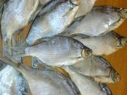 Рыбная компания реализует речную вяленую рыбу