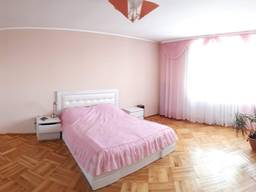 Продаётся просторная трех комнатная квартира.