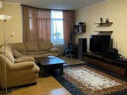 Продаю 3-х комн. видовую двухстороннюю квартиру, пр-т Голосеевский 130 рядом. ..