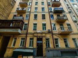 Просторная двухкомнатная квартира в центре.