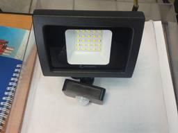 Прожектор LED с датчиком движения Velmax 20W - фото 2