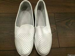 (Рабочая обувь женская) туфли с пяткой,белые, кожаные