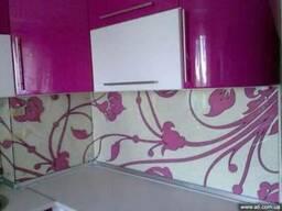 Рабочая стенка фартук для кухни из стекла