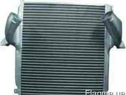 Радиатор интеркулера на Мерседес Актрос