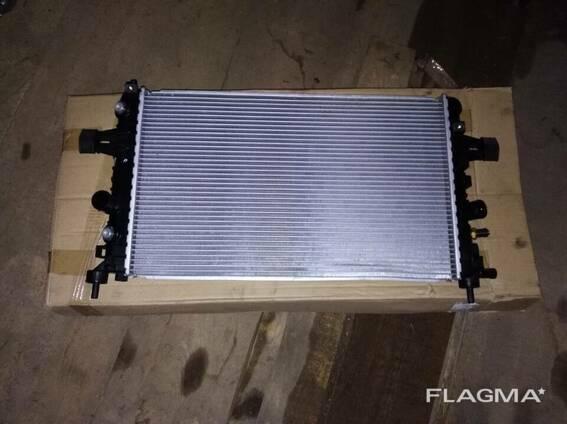Радиатор охлаждения Opel Astra Zafira B 1.6 1.8 Delphi
