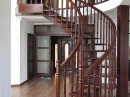Радиусная лестница из ясеня