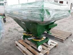 Разбрасыватель минеральных удобрений 1000 кг фирмы Landforce