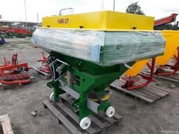 Разбрасыватель минеральных удобрений 1200 кг фирмы Landforce