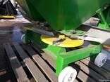 Разбрасыватель минеральных удобрений 1200 кг фирмы Landforce - фото 3