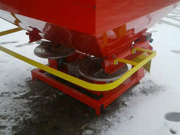 Разбрасыватель удобрений навесной Jar Met 1000 л с карданом - фото 3