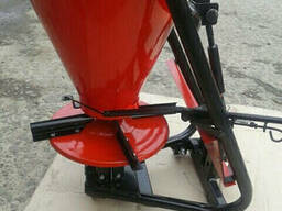 Разбрасыватель удобрений Шип 100 л (под тракторный ВОМ)