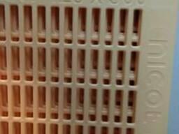 Разделительные решотки никот, и инвентарь для пчеловодсва