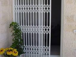 Раздвижные решетки на окна. двери. витрины магазинов