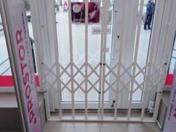 Раздвижные решетки на входные двери, витражи, окна