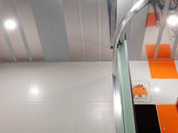 Реечный подвесной потолок для ванной комнаты