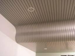 Реечные потолки – это подвесные потолки из алюминиевых реек